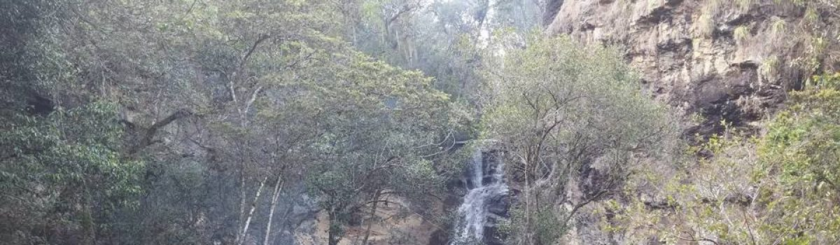 Cascada y Cueva del Hayal