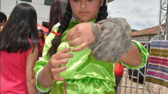 Festival folclórico_ hilanderas_3