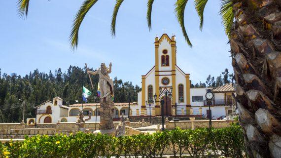 Monumento-al-Cebollero,-Cuitiva-03