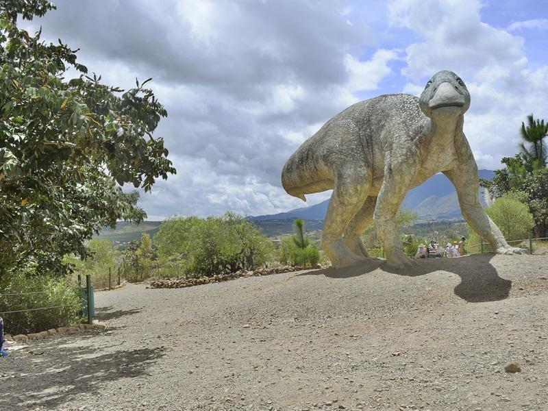Gondava Gran Parque De Los Dinosaurios Sistema De Informacion Turistica De Boyaca La universidad nacional de colombia ratificó este martes su investigación sobre el descubrimiento de dos cabezas de fémures de dinosaurio halladas las dos cabezas de fémures fueron encontrados en villa de leyva, en el departamento de boyacá y a unos 129 kilómetros al noreste de bogotá, dijo. gondava gran parque de los dinosaurios
