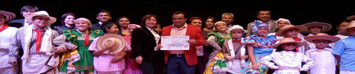 Cultura y Turismo imponen Condecoración 'Orden de los Lanceros' a la maestra Felisa Hurtado de Manrique.